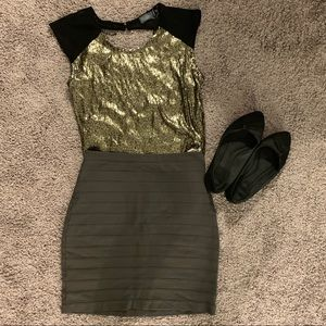 ✨ 3/$15 ✨Sheer gold sequined top